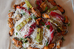 Фунчоза с мидиями и овощами