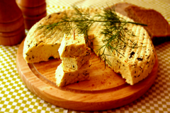 Сыр домашний, пряный, с зеленью