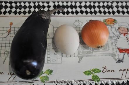 Приготовление рецепта Салат из баклажанов, яиц и лука. шаг 1