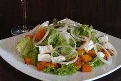 Салат с запечённой тыквой