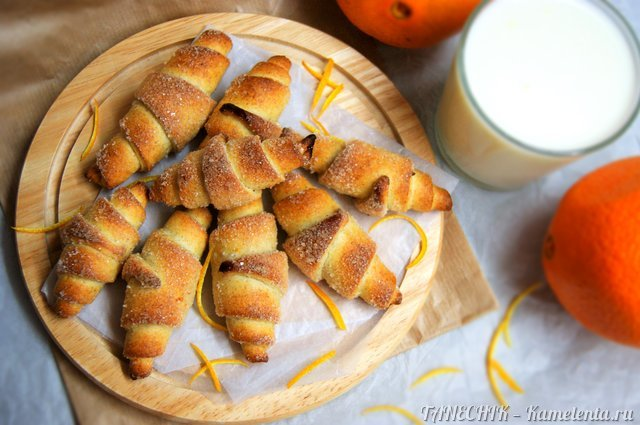 Рецепт творожно-апельсиновых рогаликов