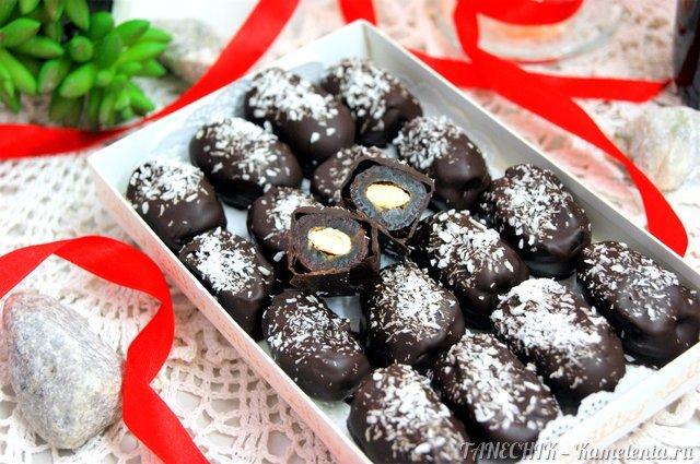 """Рецепт натуральных конфет """"Финики с миндалем в шоколаде"""""""