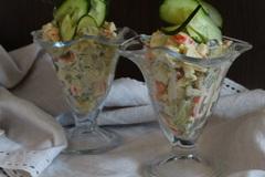 Салат с крабовыми палочками и сыром чечил