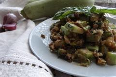 Салат из кабачков с грецким орехом