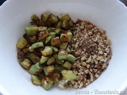 Приготовление рецепта Салат из кабачков с грецким орехом шаг 5
