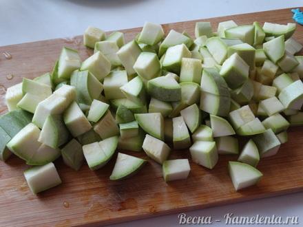 Приготовление рецепта Салат из кабачков с грецким орехом шаг 2
