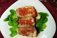 Запеченная свиная шейка в помидорном маринаде