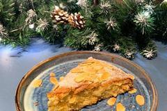 Нежный яблочный пирог с миндальными лепестками