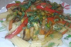 Паста TORTIGLIONI с сельдереем, кабачком, красным сладким перцем и шампиньонами