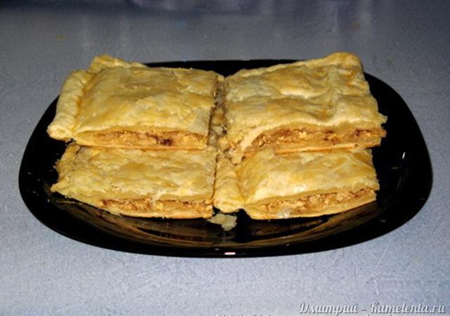 Пирог с капустой и курицей из слоеного теста рецепт