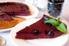 Пирог с суфле из черной смородины