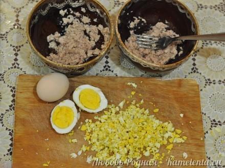 Приготовление рецепта Салат в тарталетках с печенью трески шаг 2