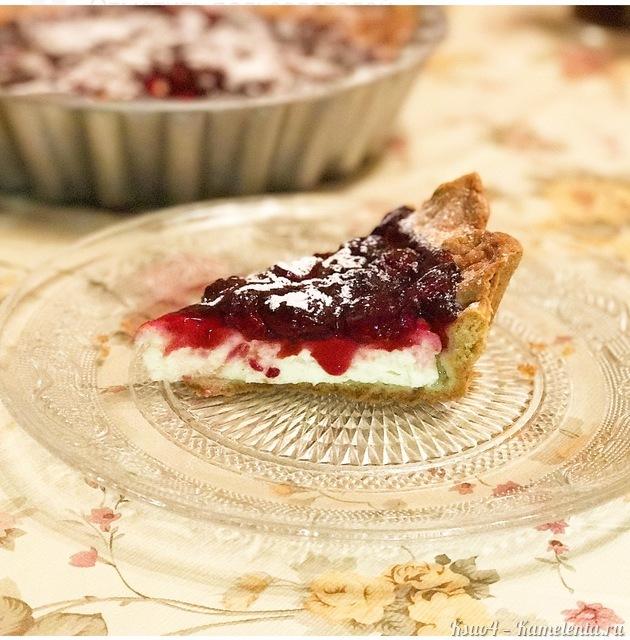 Рецепт песочного пирога с творожной начинкой и вишней