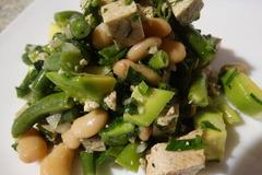 Салат с авокадо и двумя видами фасоли