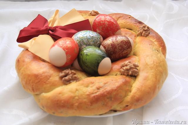 Рецепт пасхального венка с курагой и орехами